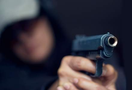 Barbatul impuscat la Orly, un francez in varsta de 39 de ani cu cazier pentru jaf armat si trafic de droguri