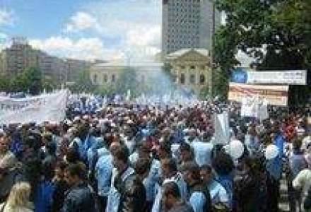 Proteste la Iasi: Zeci de muncitori chinezi sunt nemultumiti de salarii