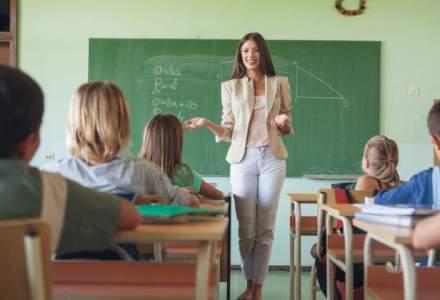 Senatul dezbate modificari la legea educatiei. Mese gratuite elevilor, pensionarea profesorilor si directorii, pe agenda