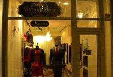 Cum vor doi antreprenori sa vanda haine de sute de euro de la Armani sau Valentino