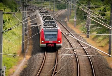 Circulatia feroviara intre Banita si Merisor ramane inchisa, calatorii din cinci trenuri vor fi preluati cu mijloace auto