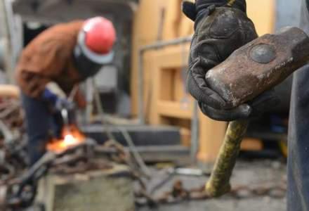 """""""Sclavagismul"""" dus la extreme: muncitorii de pe santierele pentru CM 2022 din Qatar au lucrat fara oprire si cinci luni de zile, desi sunt platiti cu numai 1,5 dolari pe ora"""