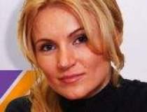 Andreea Paul (Vass) pune in...