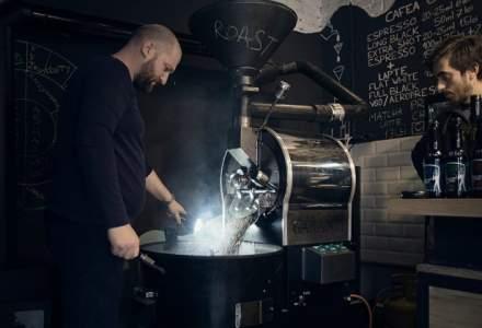 """Proprietarii """"Croitoriei de cafea"""" deschid o noua cafenea in centrul Brasovului: Normele si taxele dezavantajeaza operarea unei cafenele cu program exclusiv diurn"""