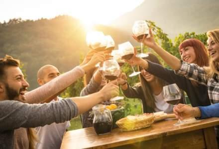 Romanii si vinul la restaurant: sunt tot mai educati, prefera sa plateasca mai mult si sa bea mai putin, dar nu-l comanda inca inainte de mancare