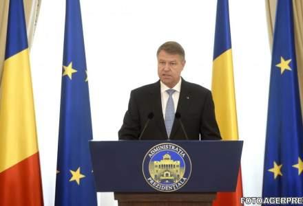 Klaus Iohannis, in vizita la Brasov. A fost intampinat de un robot care i-a urat bun venit