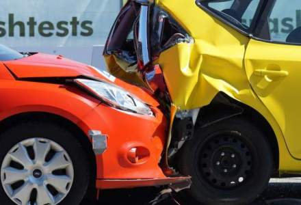 Asociatia service-urilor auto ii cere lui Klaus Iohannis sa nu promulge legea RCA