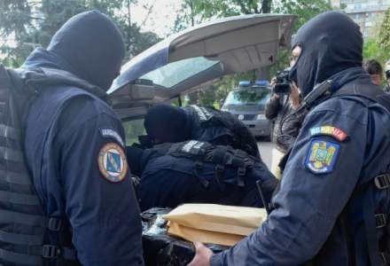 Politia: 140 perchezitii la grupari de crima organizata, unde au fost confiscate 33 kilograme de cannabis, arme si munitii