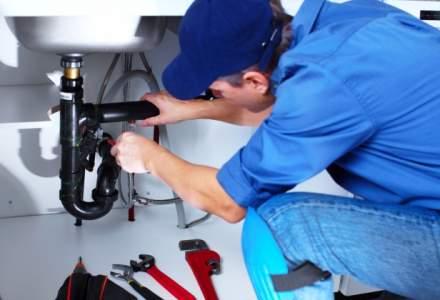 Goana dupa meseriasi: cat de cautati sunt si cu ce salarii ii tenteaza companiile pe instalatori, zugravi sau sudori