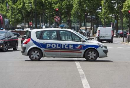 Incident pe Champs-Elysees. O masina a intrat intr-un furgon apartinand jandarmeriei