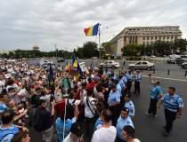 Protest in Piata Victoriei si...