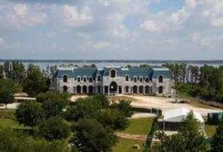 O copie a palatului Versailles este de vanzare pentru 75 MIL. $