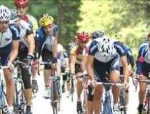 Italienii pedaleaza spre...