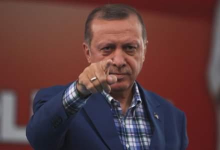 """Recep Tayyip Erdogan ameninta sa """"smulga capul tradatorilor"""" la un an de la puciul esuat"""
