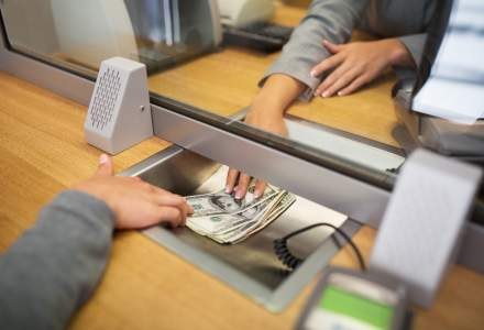 Dobanzile la conturile de economii: comisioanele (inca) mari de administrare, impozitul catre stat si inflatia in crestere lasa clientii cu un minus considerabil la final de an