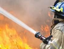 Incendiul izbucnit cu doua...