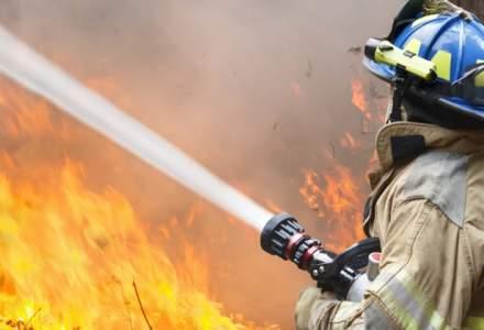 Incendiul izbucnit cu doua zile in urma in Parcul Natural Domogled nu a fost inca stins