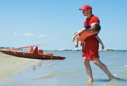 Un sef al salvamarilor propune ca zonele periculoase de plaja, unde se ineaca cele mai multe persoane, sa fie inchise