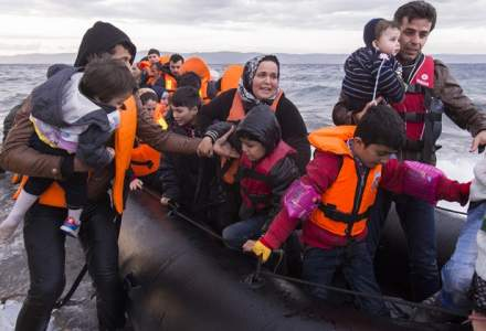 O ambarcatiune cu 69 de migranti din Irak, interceptata de politistii de frontiera in apropiere de Mangalia