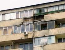 Apartamentele continua sa se...
