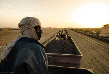 """Calatorie cu """"sarpele de metal"""" in Mauritania, o tara neatinsa turistic si pe care nici Google Maps nu o cunoaste prea bine"""