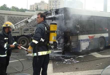 Timis: Autobuz cu 50 de pasageri, cuprins de flacari. Oamenii au reusit sa se salveze