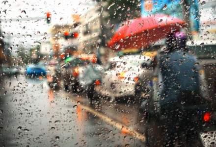 ANM: Cod galben de precipitatii pentru 12 judete si partial pentru alte 7; averse si vreme rece in cea mai pare parte a tarii pana sambata la ora 21.00
