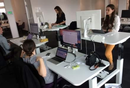 Compania unde lucrezi flexibil, intr-un birou la inaltime si cu bonusuri de la colegi