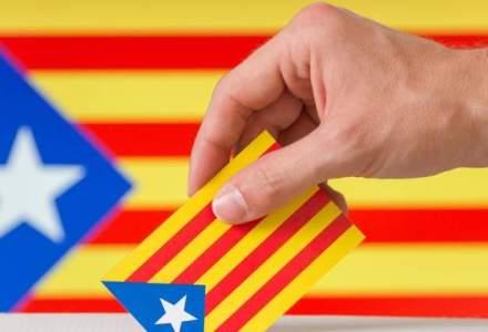 Catalanii se pronunta duminica asupra independentei regiunii lor, intr-unul dintre cele mai contestate scrutine din istorie; inca de la primele ore ale diminetii s-au format cozi la sectiile de votare
