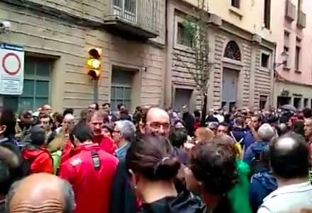 Politia spaniola a facut uz de gloante de cauciuc intr-o intersectie din Barcelona; 38 de persoane au suferit rani minore in urma incidentelor