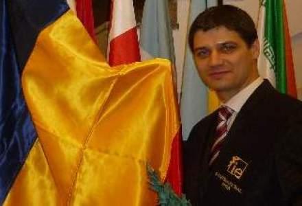 Am intalnit si romani fruntasi: Povestea unui tanar care a absolvit primul un MBA european