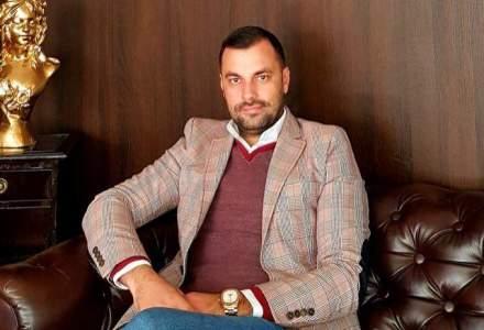 Proprietar de hotel: Este un boom turistic in Bucuresti. Turistii vin pentru ca mancarea si bautura sunt mai ieftine