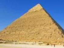 Piramidele intra in Cairo