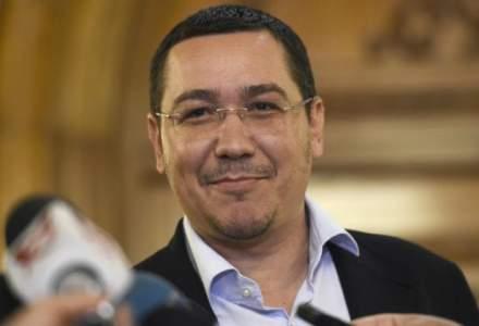 """Victor Ponta, mesaj pentru """"patrihoti"""" si """"patrihoate"""", de Ziua Armatei"""