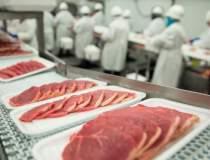 Importam 50% carne de porc,...