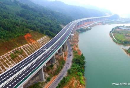 Chinezii au construit, intr-un timp record, inca o autostrada intr-o zona muntoasa