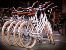 Cati romani merg cu bicicleta...
