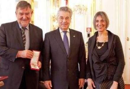 Herbert Stepic, seful RBI, a fost decorat de presedintele Austriei. Vezi aici de ce