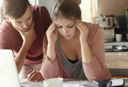 Studiu: Romanii stiu ca trebuie sa citeasca contractul de credit inainte de a-l semna, dar multi nu o fac!