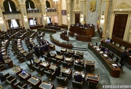 Opozitia a parasit plenul Senatului. Sedinta, suspendata din lipsa de cvorum