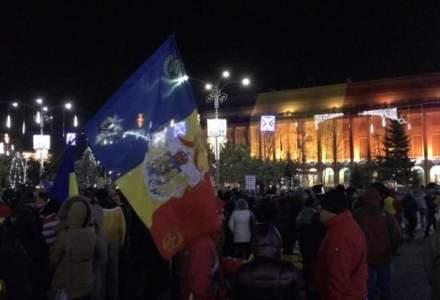 Frigul nu ii sperie pe protestatari: Peste 10.000 de oameni in Capitala si in alte orase ale tarii