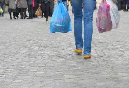 Romania interzice, din vara, pungile de plastic