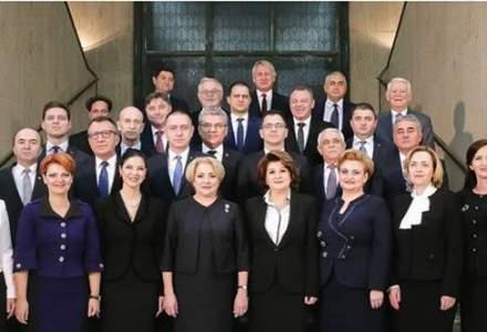Platforma Romania 100 semnaleaza lipsa steagului UE din poza de investire a Guvernului Dancila!