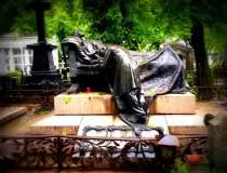 Cimitire 2.0: Sute de mii de...