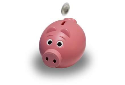 Infografic: Romanii au salarii mai mari si preturi mai mici, dar banii economisiti ii duc tot la banca