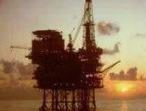 Petrolul aluneca spre 52 de...