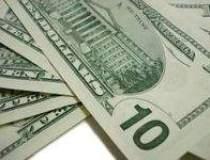 Dolarul se apreciaza pe seama...