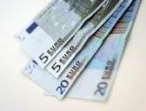 Euro se mentine sub 3,34 lei...