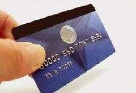 Bancherii vaneaza clientii cu bani cu ajutorul cardurilor exclusiviste