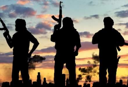 Opt militari romani au fost raniti in Afganistan
